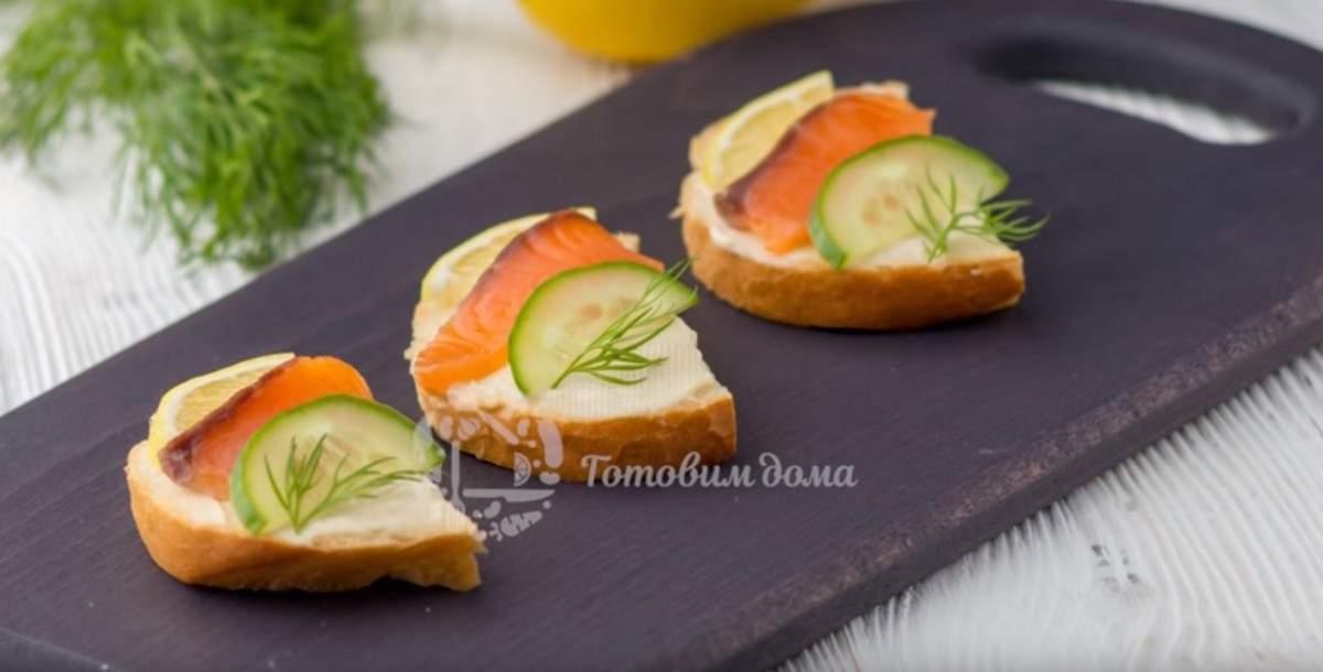 Быстрые бутерброды с красной рыбой