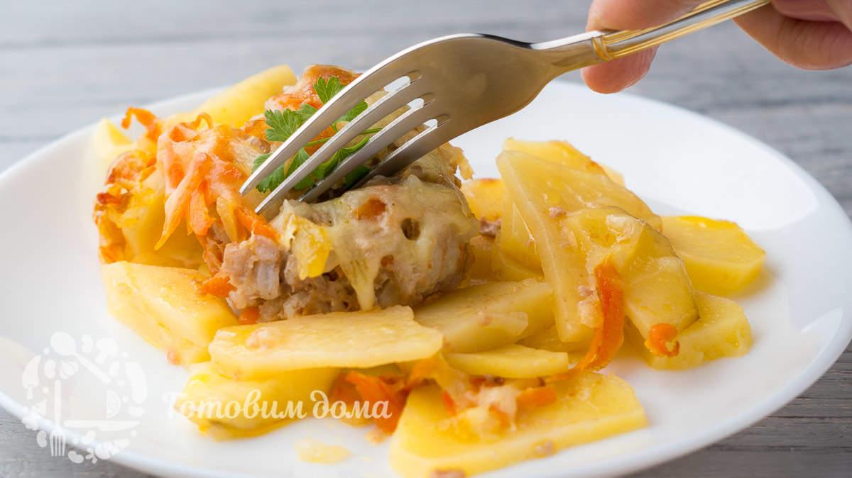 Запеченный картофель с тефтелями