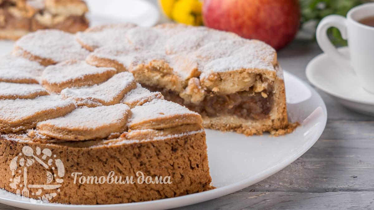 Яблочный пирог с очень ароматной и сочной начинкой