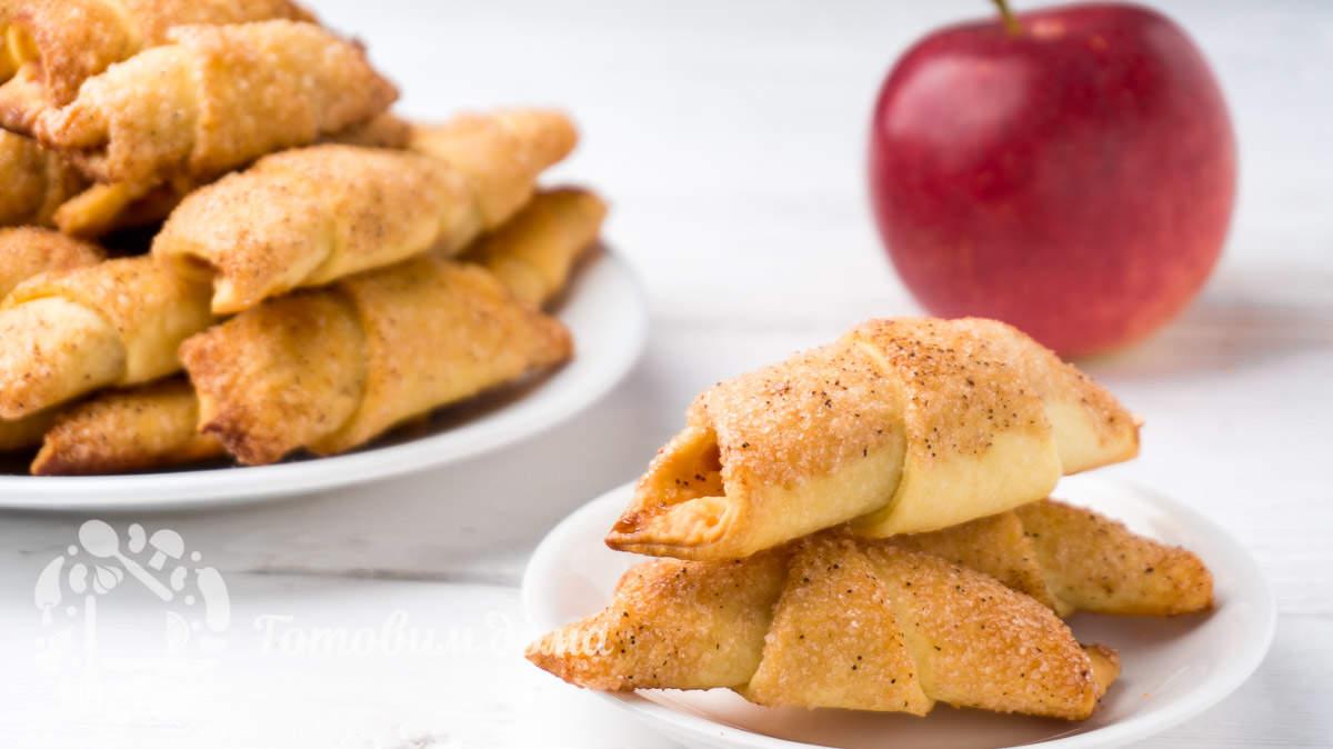 Легкие рогалики с пряной яблочной начинкой