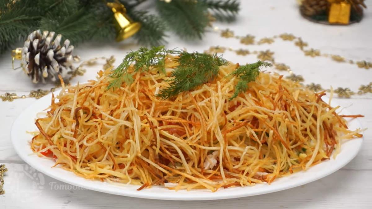 Седьмым приготовим оригинальный с виду, вкусный и простой в приготовлении салат Муравейник. Такой салат никогда не задерживается на столе.
