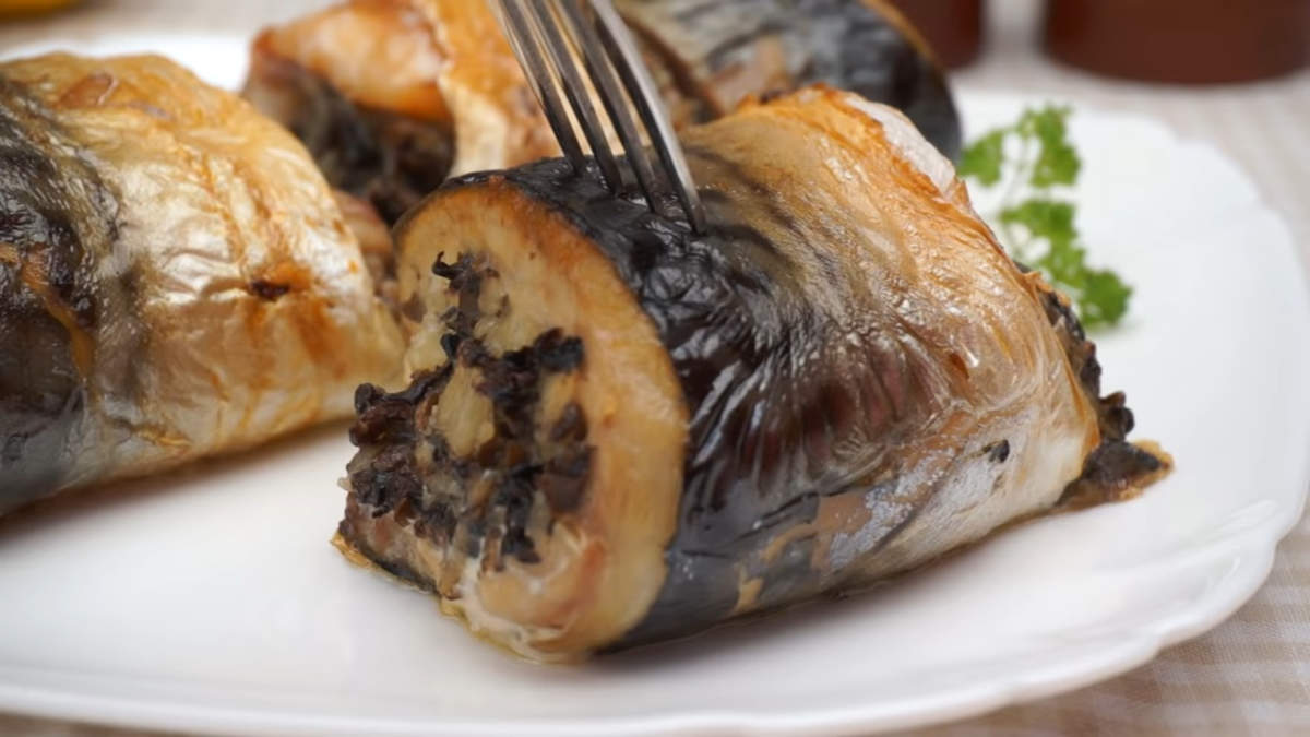 Невероятно вкусные рулеты из скумбрии с грибами готовы!  Приятного аппетита!
