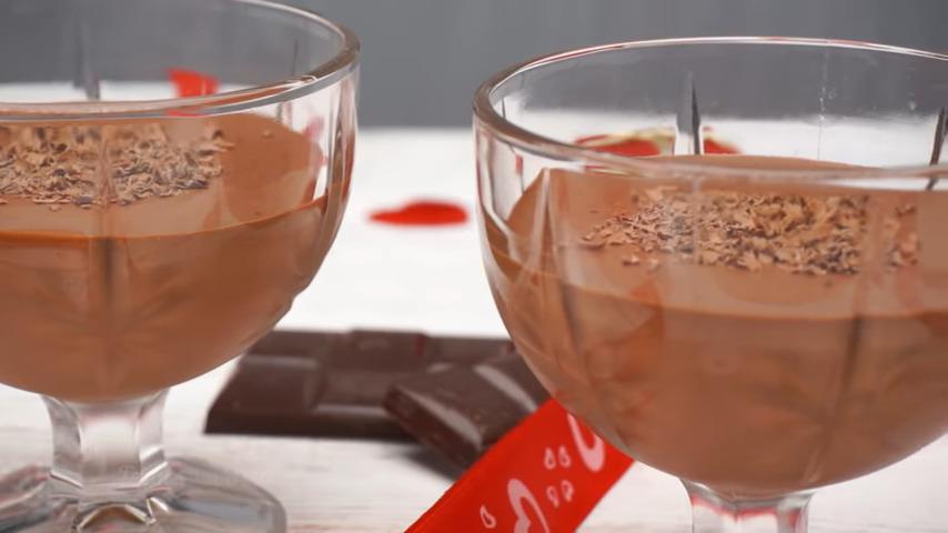 Мусс получился нежный с насыщенно шоколадным вкусом. Сразу рекомендую делать двойную порцию, так как от него просто невозможно оторваться. Также этот мусс можно заморозить, тогда получится вкуснейшее шоколадное мороженное.