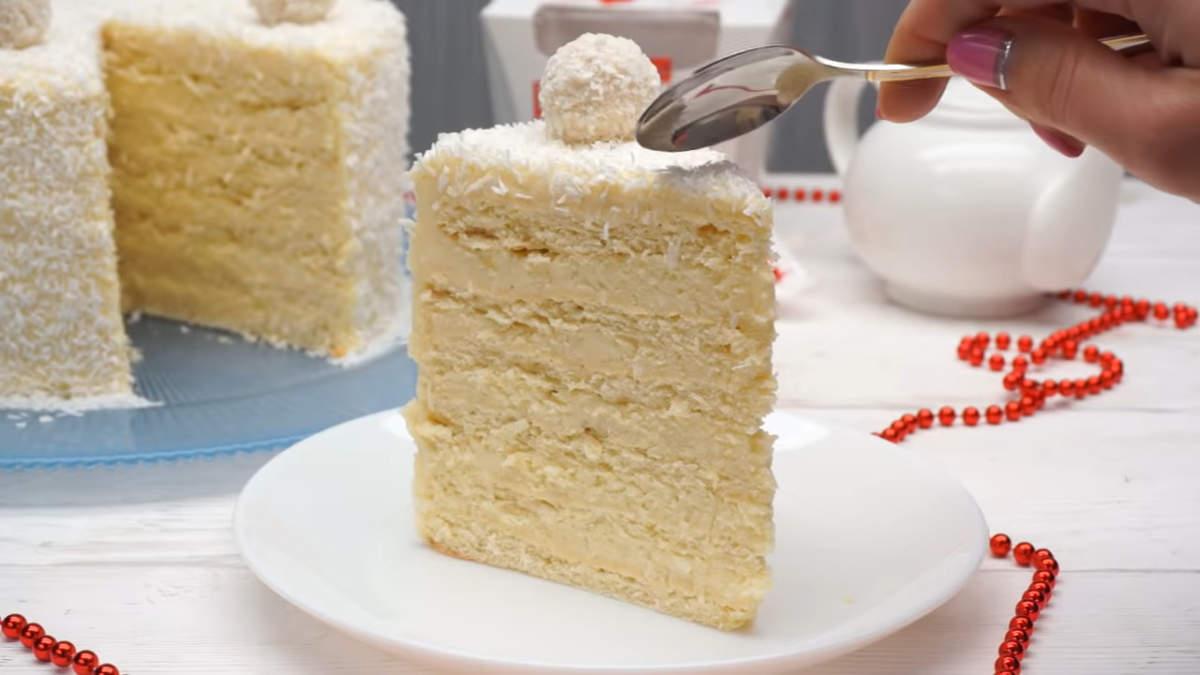 Торт Рафаэлло получился очень нежным и вкусным.  Мягкие коржи и нежный крем с ароматом кокоса, никого не оставит равнодушным.