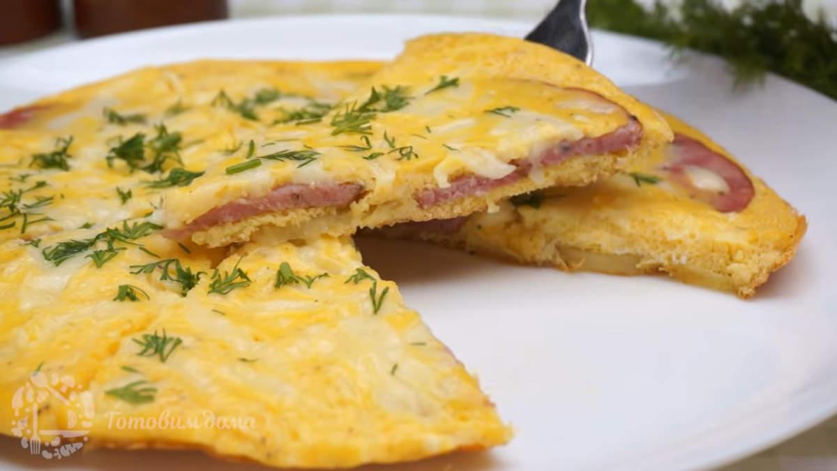 Завтрак с картошкой, яйцами и колбасой получился сытным и очень вкусным. Его легко и быстро готовить, что несомненно является большим плюсом в приготовлении завтрака. Обязательно его приготовьте.