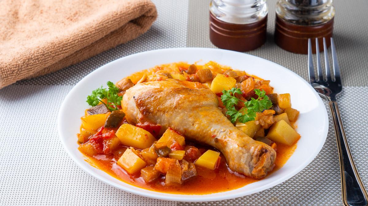 Курица тушеная с овощами на каждый день