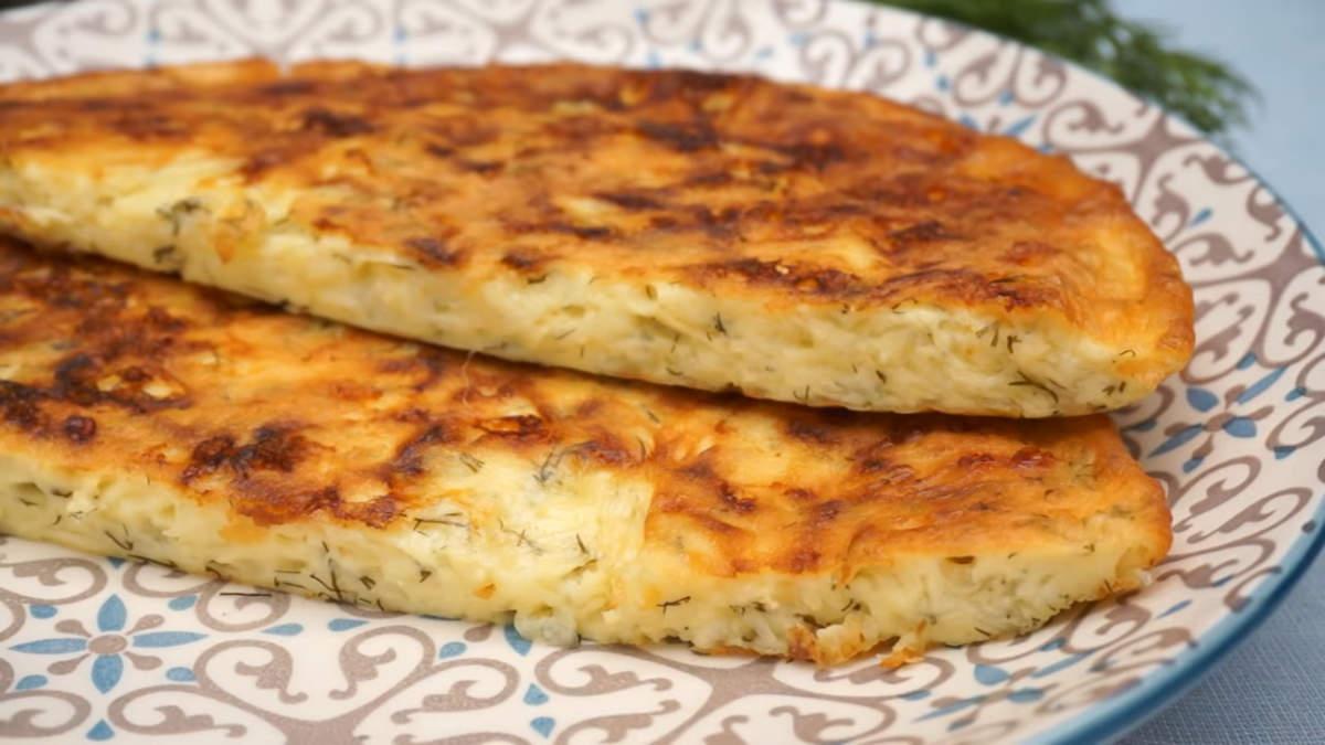 Ленивое хачапури получилось очень вкусным и ароматным. Его можно есть как в теплом так и в холодном виде. А приготовить его по такому легкому рецепту сможет каждый.