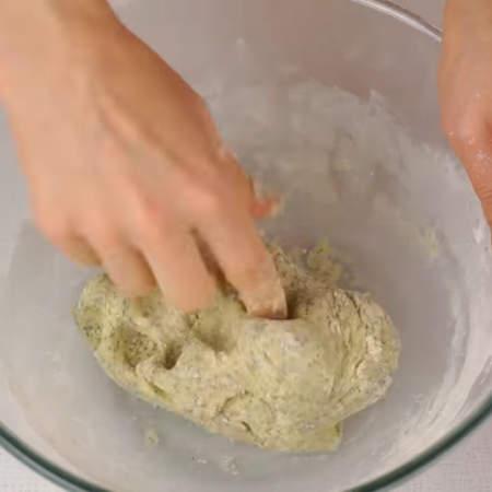 Тесто должно получиться мягкое, гладкое и однородное.