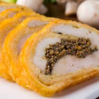 Закусочный рулет с курицей в сырной корочке