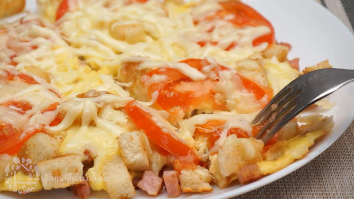 Завтрак с хлебом и яйцами получился очень вкусным и сытным. Также его можно приготовить и на больше порций, увеличив количество ингредиентов.