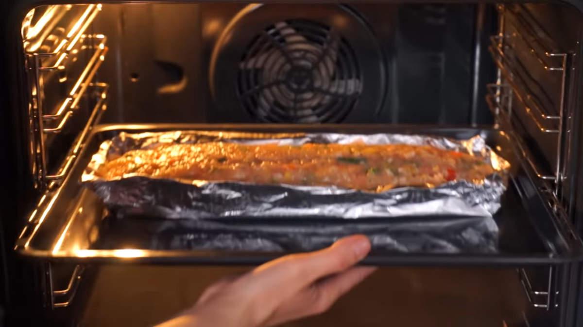 Все ставим в духовку разогретую до 220 градусов. Запекаем примерно 50 минут.