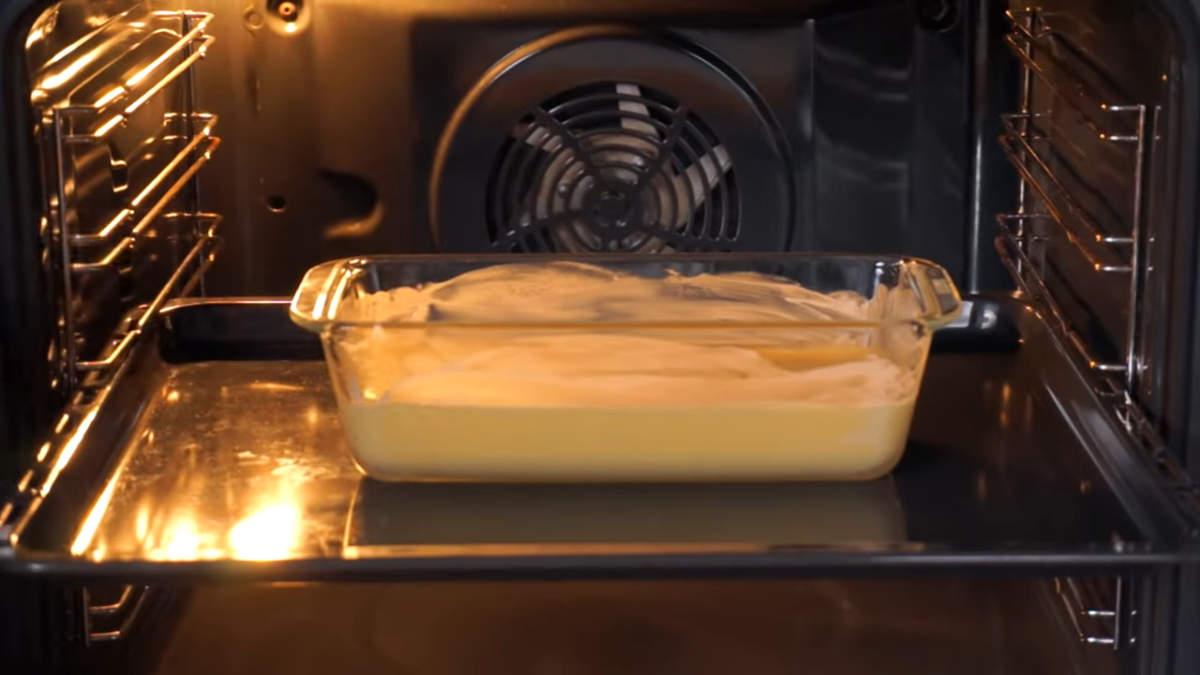 Все ставим в духовку разогретую до 200 градусов.  Запекаем ровно 30 минут.