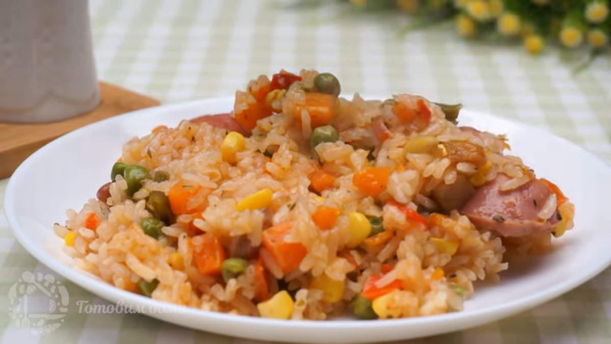 Ужин с замороженными овощами получился очень вкусным и сытным. Готовится он не сложно и не занимает много времени на приготовление. Также такое блюдо можно приготовить без сарделек или заменить их отварным мясом.
