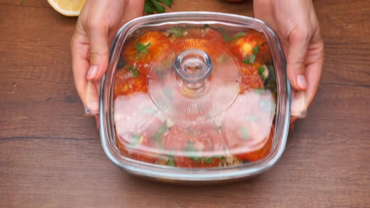 Овощи накрываем крышкой и даем промариноваться хотя бы 4 часа, а лучше ночь.