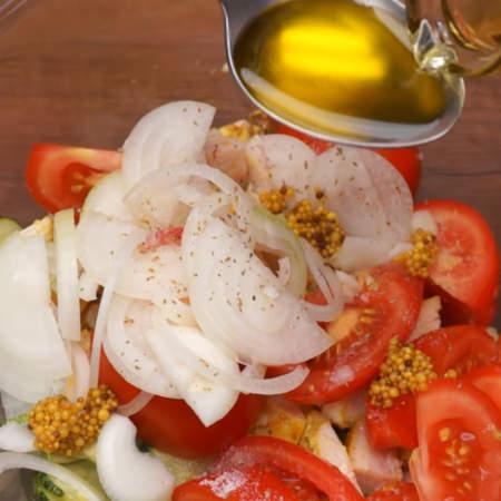 Сюда же добавляем 1 ч.л.горчицы зернами. Горчицу зернами можно заменит обычной горчицей. Заправляем салат 1-2 ст. л. яблочного, винного уксуса или лимонным соком, и 1 ст.л. растительного масла. Все аккуратно перемешиваем.