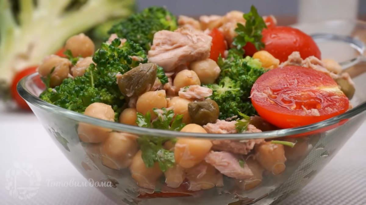 Салат с тунцом и овощами получился вкусным. В нем гармонично сочетаются овощи с солеными каперсами и тунцом. Попробуйте и вы приготовить такой салат, мне он очень понравился.