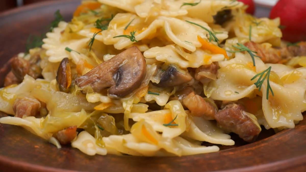 Макароны с капустой и беконом получились очень вкусными и сытными. Готовится блюдо несложно и из самых  доступных продуктов. По желанию капусту можно подавать отдельно от макарон.