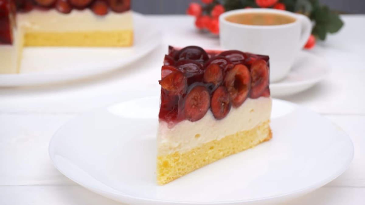 Торт с черешней получился очень вкусным и легким, как раз для летнего жаркого дня. В нем прекрасно сочетается нежный бисквит, легкий заварной крем и ароматная черешня. Обязательно его приготовьте, порадуйте своих родных и близких таким вкусным десертом.