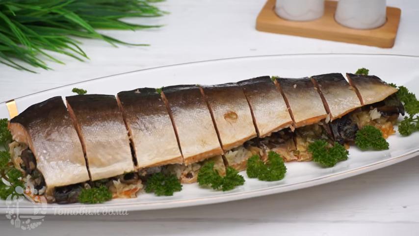 Горбуша в духовке с грибной начинкой получилась очень вкусная и ароматная. Такое блюдо красиво смотрится на столе и его смело можно подавать на праздничный стол. Также приготовить можно не только горбушу но и другую рыбу, например взять филе щуки, семги или форели.