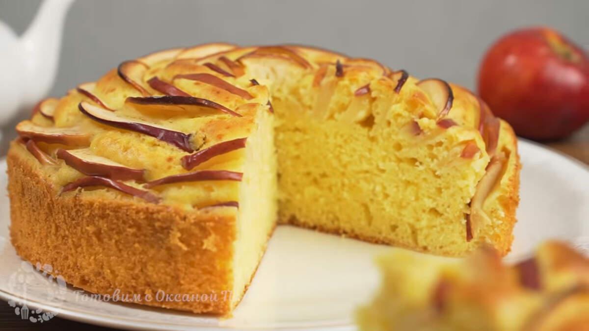 Пирог с яблоками получился нежным, очень ароматным и вкусным. Готовится несложно и получается необычным и очень красивым.  Обязательно его приготовьте, порадуйте своих родных и близких такой вкусной выпечкой.