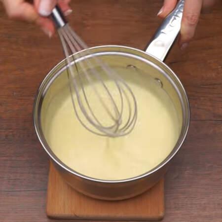 Все перемешиваем пока масло полностью не растворится. Крему даем остыть до слегка теплого состояния.  Пока остывает крем его нужно периодически перемешивать, чтоб не образовывалась корочка сверху.