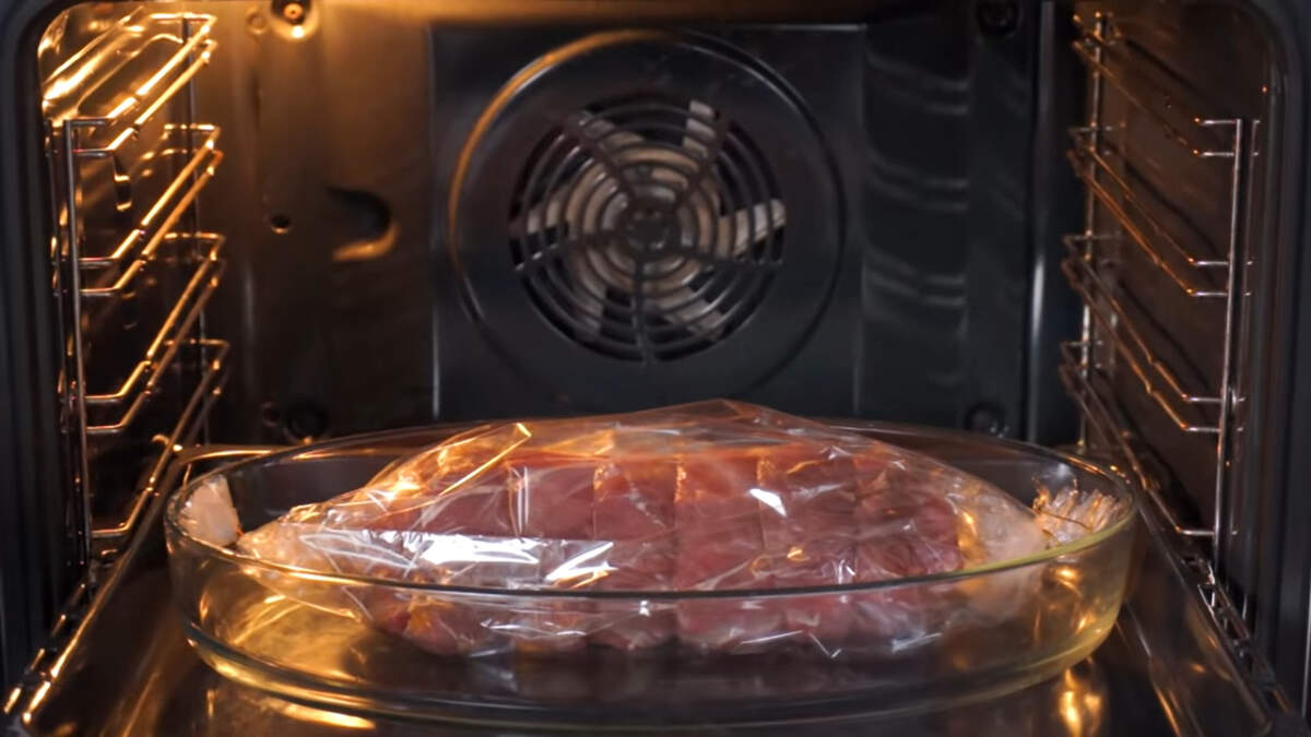 Все ставим в разогретую духовку до 180 град. Запекаем примерно 45-50 минут.