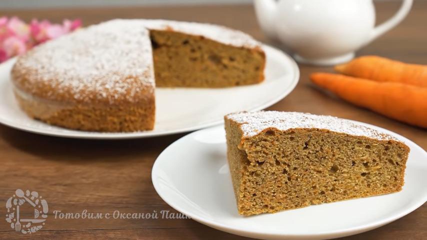 Морковный пирог получился очень вкусным и ароматным. Морковь придает пирогу особую сочность и приятный сладковатый вкус, а корица и мускатный орех отлично сочетается с морковью в этом пироге. Также будет очень вкусно, если в этот пирог добавить изюм и цедру апельсина или лимона. Обязательно его приготовьте такой морковный пирог - это очень вкусно и просто готовится.