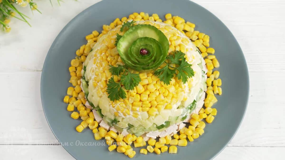 Салат альтаир получился очень вкусным, свежим и красивым. Готовится он несложно и отлично подходит для праздничного стола.  Такой свежий салат точно понравится всей женской половине общества.