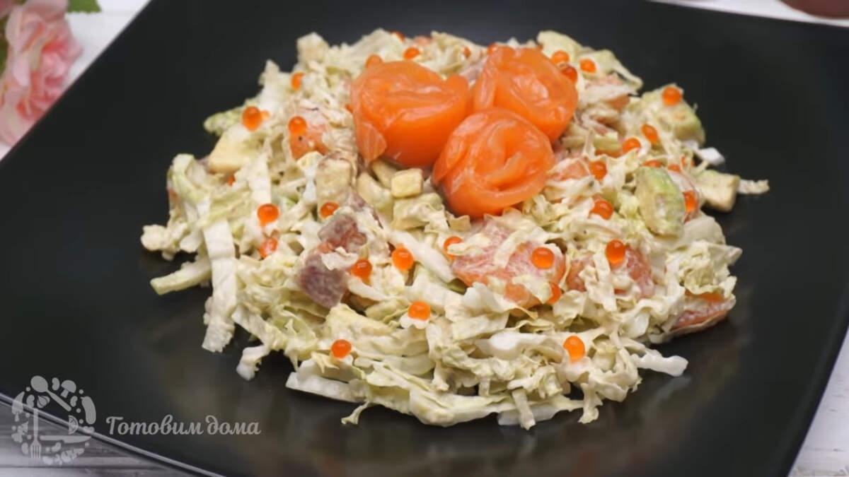 Салат готов, можно подавать на стол. Салат для Дорогих гостей получился очень вкусным и необычным. Он отлично подходит на Праздничный стол и что самое приятное, готовится очень быстро буквально за 10 минут.