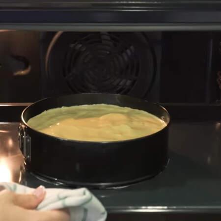 Все ставим в духовку разогретую до 180 град. выпекаем приблизительно 35 минут.