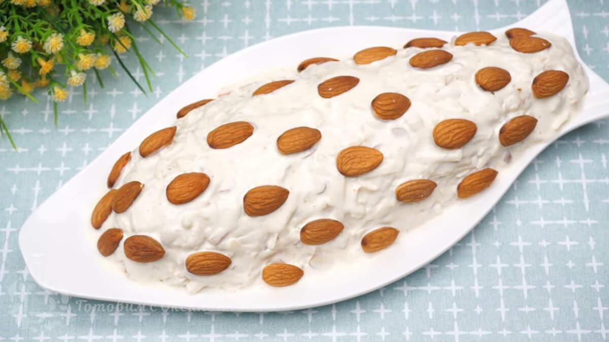 Следующей приготовим закуску Герцогиня Сельдь. Селедка любит накинуть шубу не только у нас, но и в других странах. В это раз будем готовить  сельдь в норвежской шубке, без яиц и картошки, все очень сдержанно и элегантно, но при этом очень вкусно.