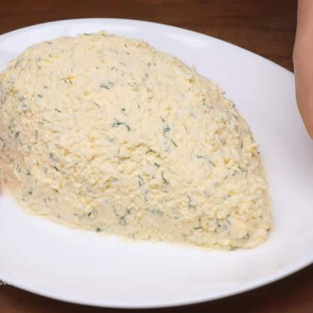 Блюдо вытираем по бокам от остатков начинки.