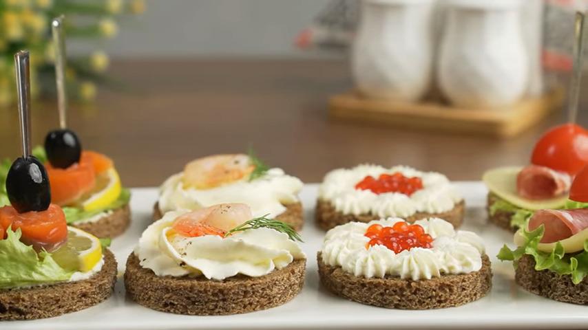 Закуски получились очень красивыми, вкусными и яркими.  Если не хватает времени, то можно приготовить один или два вида закуски. Это тоже будет смотрется красиво и оригинально.