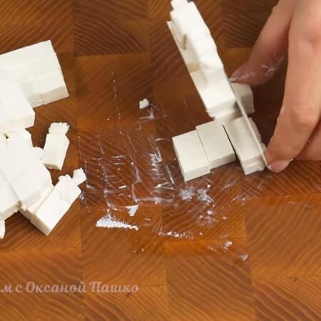 100 г сыра фета тоже нарезаем кубиками.