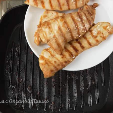 Готовое филе снимаем со сковороды и даем ему остыть.