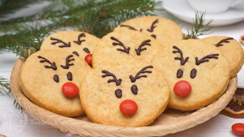 Печенье олененок Рудольф получилось вкусным и красивым. Такое печенье отлично поднимает настроение в праздничный день. Обязательно приготовьте это печенье, тем более готовится оно очень просто.