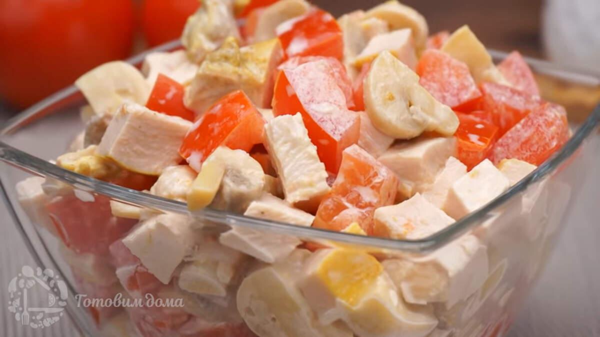 Салат Минутка получился очень вкусным, легким и не жирным. Такой салат готовится не больше 10 минут. К тому же он отлично подходит как на Праздничный стол, так и на каждый день.