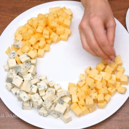 Следующим кладем сыр с орехами