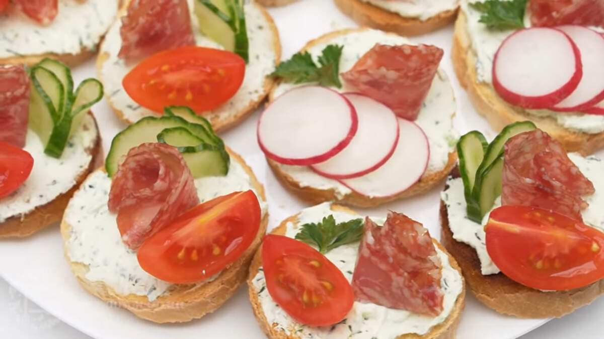 Бутерброды получились красивыми, яркими и очень вкусными. Готовятся они несложно и продукты все доступные. Обязательно их приготовьте, это очень вкусно.