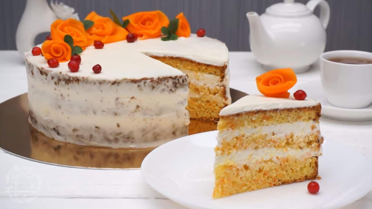 Морковный торт со сметанным кремом получился очень вкусным, нежным и в меру сладким. Готовится торт несложно и он отлично подходит на любой праздничный стол или на каждый день.