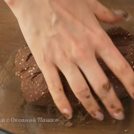 Тесто перемешиваем недолго до однородности. Тесто должно получится мягким и слегка липнущим. Если нужно, то можно еще немного добавить муки. Как только все ингредиенты смешались прекращаем вымешивать.