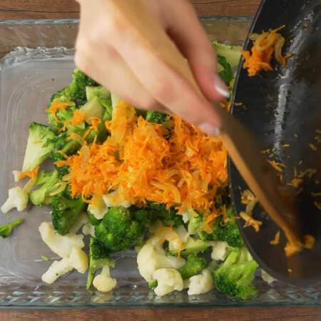 Сюда же добавляем овощную пассеровку.