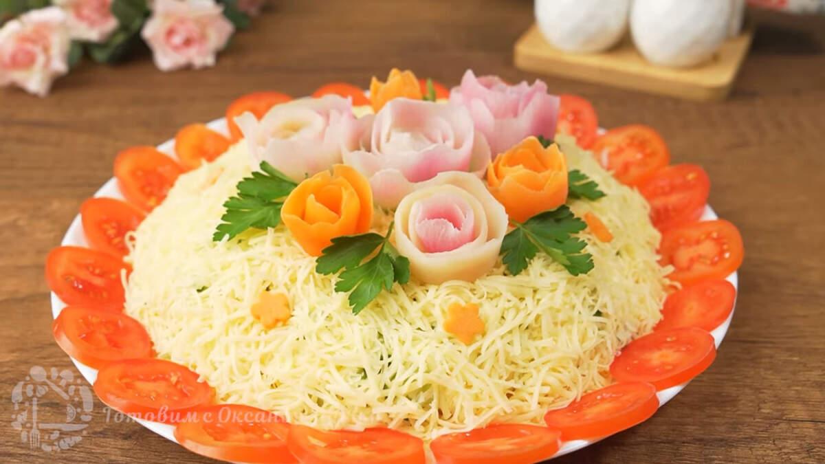 Салат украшенный цветами из овощей получился красивым и праздничным. Он очень вкусный и сытный. Такой салат отлично подходит не только на 8 марта, но и на День Рождения или любой другой праздник.