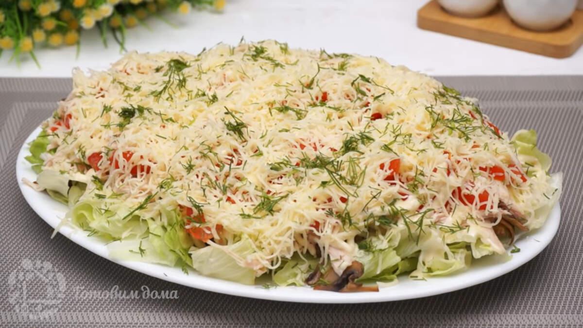 Салат пикантная нотка получился очень вкусным и красивым. Особую легкость ему придает салат айсберг и помидоры. Такой салат отлично подходит для Праздничного стола.