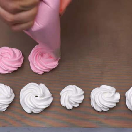 Для окрашивания меренги я использую гелевые красители от Америколор. В розовый цвет окрасила цветом Электрик пинк