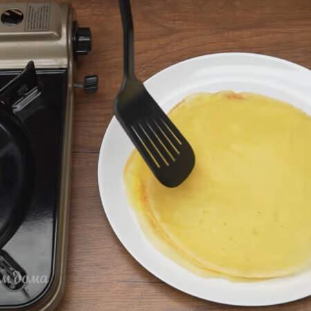 Из этого количества теста на сковороде диаметром 24 см у меня получилось 16 блинов.