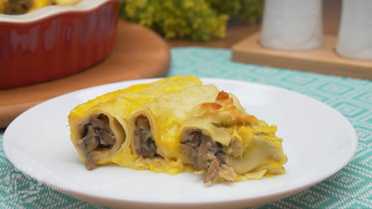 Блинный пирог с грибами получился очень вкусным и сытным. Готовится из самых доступных продуктов и получается всегда. По желанию грибную начинку можно заменить любой другой по вашему вкусу, например мясной или творожной.