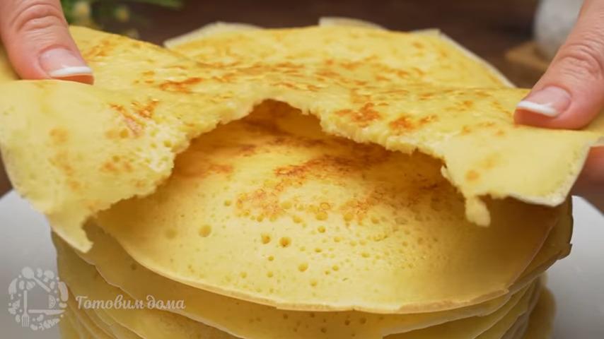 Блины на дрожжах по этому рецепту получаются очень вкусными и пышными. Их можно подавать с вареньем, джемом или медом. Приготовите такие блины, порадуйте своих родных и близких.