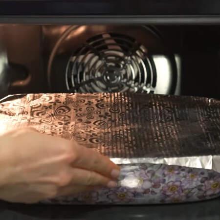Ставим в духовку разогретую до 180 градусов и запекаем примерно 30 минут.