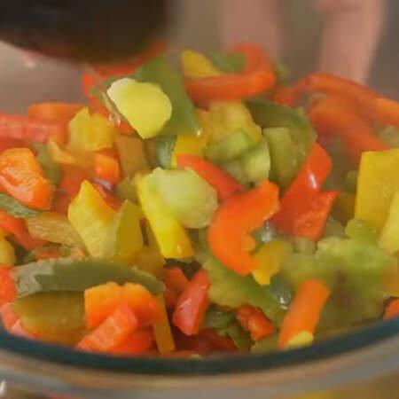Овощи вынимаем из кипятка и даем им остыть.